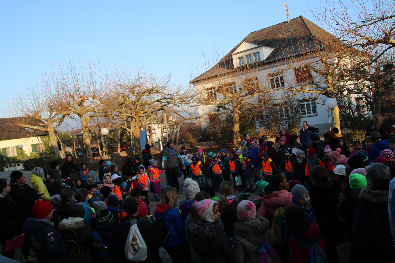 /_SYS_file/Bilder/Schule/Aktuelles/2019/Projektwoche/SchulhausplatzApero-6444.jpg